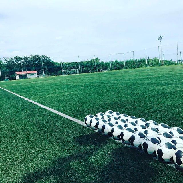 """Ryota Sakamoto on Instagram: """"今日は特に暑かった…。 皆さん 熱中症にはお気をつけください‼︎ チームマネージャーとトレーナーさんは、 練習中、ボトルの水を補充するために グラウンドを走り回ってます!✨ 選手達が暑い中 全力でTRできるよう 明日も、走り回ります🏃💦💦💦 #football  #ホペイロ…"""" (127076)"""