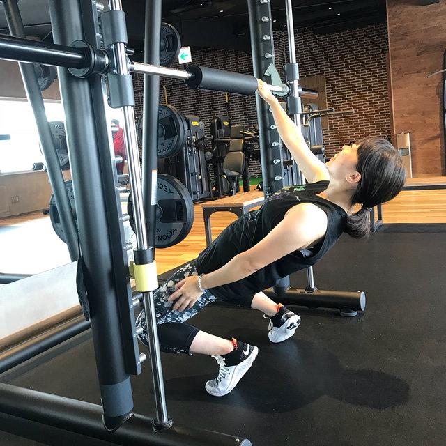 """enjoy🏃♀️ on Instagram: """"1.Sep.2018 ▽ シシースクワット 10回×3セット ニッコニコしながら教えてもらったけど見かけによらず太ももの大腿直筋がほんっとに痛い!っ笑 もーマシンとか関係なくなって自宅でもできそうだから今度やってみようとか思っている😏 ▽…"""" (131691)"""