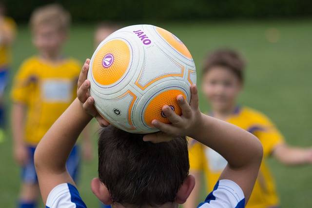 Free photo: Football, Bambini, Throw In, Ball - Free Image on Pixabay - 2911183 (21418)