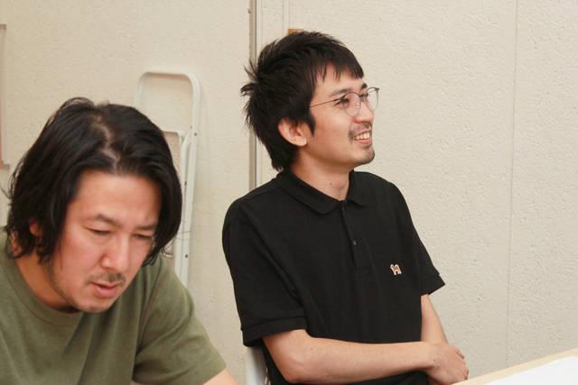 笑顔で質問する古金さんと、真剣な飯田さん