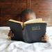 読書量は一般人の38倍!?ビルゲイツや柳井正など富裕層に共通する「読書習慣」とは