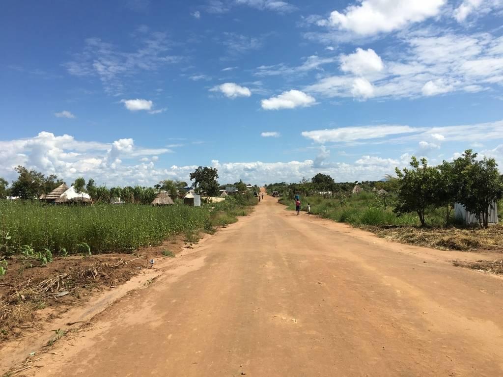 ウガンダ北部の田舎道