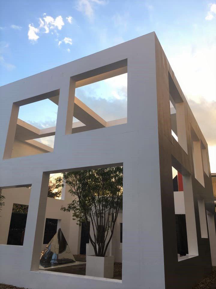 藤本壮介《窓に住む家/窓のない家》(2019年)展示風景