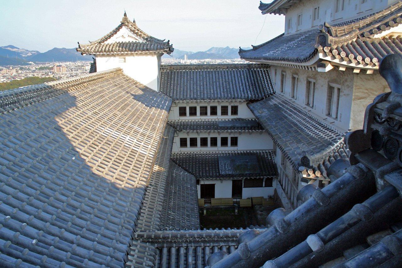 連立天守群の中心部 https://commons.wikimedia.org/wiki/File:Himeji_Castle_No09_152.jpg