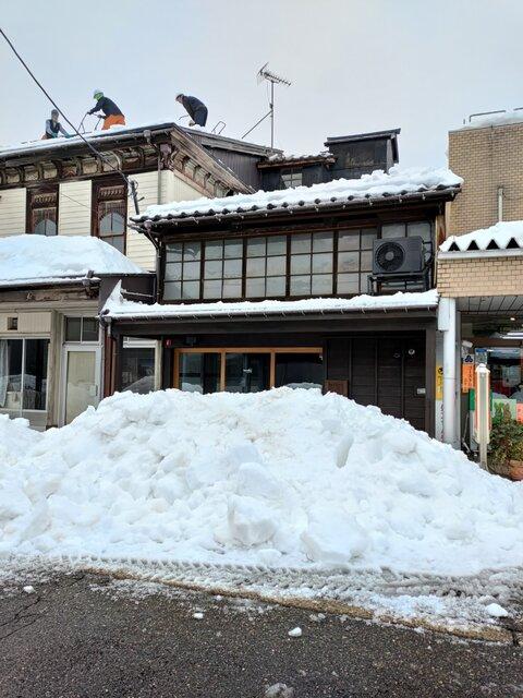 1月23日、高田地区では9年ぶりの「一斉雪下ろし」を実施。