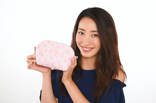 女優・村田綾さんのポーチの中身を拝見!【目指せ♡美人ポーチへの道スペシャル企画!】