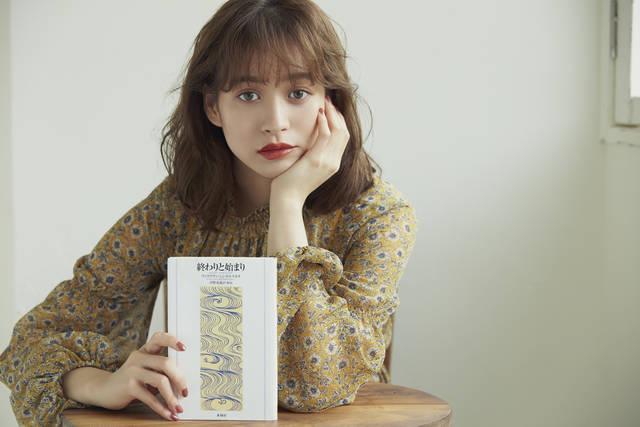 """アート好きな人気モデル、野崎萌香さんを""""元気""""にするBOOKS3選"""