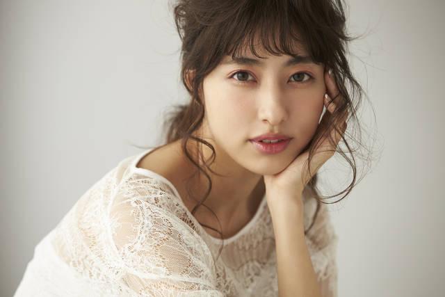 コーデに合わせてメイクをチェンジ♡愛甲千笑美さんの「フェミニン顔」と「カジュアル顔」
