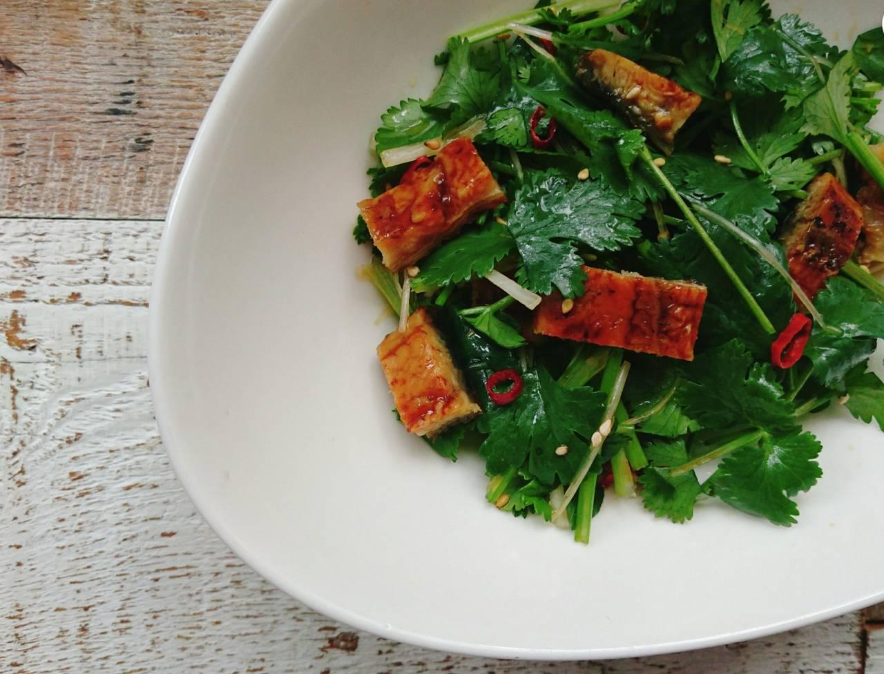 【パクチーとうなぎのオリエンタルサラダ】男子の胃袋と美目育が叶う簡単レシピ