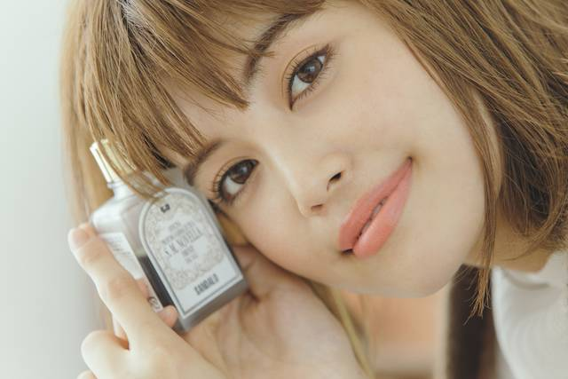 """モデル垣内彩未さん愛用♡ ビジュアル美人な""""香りもの""""5選"""