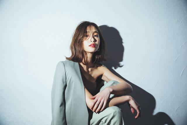 【女子会・ディナー・デート】谷川りさこさんお気に入りのパキッとリップはこんなシーンにマッチ♡