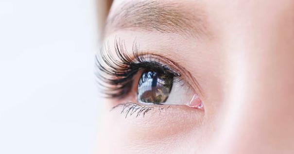 目周りのプチ整形「ボトックス」と「ヒアルロン酸」その違いと効果とは?