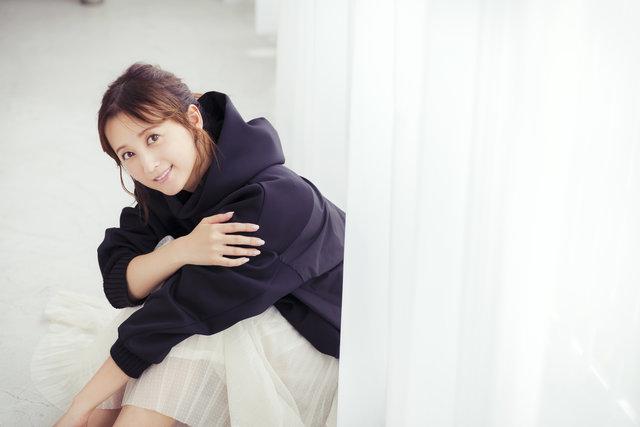 女性らしいプロポーションにうっとり♡ 小松彩夏さんが実践する美ボディキープ術
