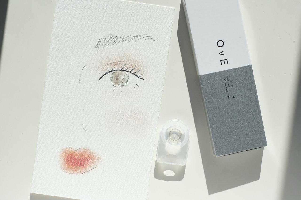 【OvE(オヴィ)】のレンズで潤んだ瞳に! 中野明海さんが教える春の「大人可愛い血色メイク」