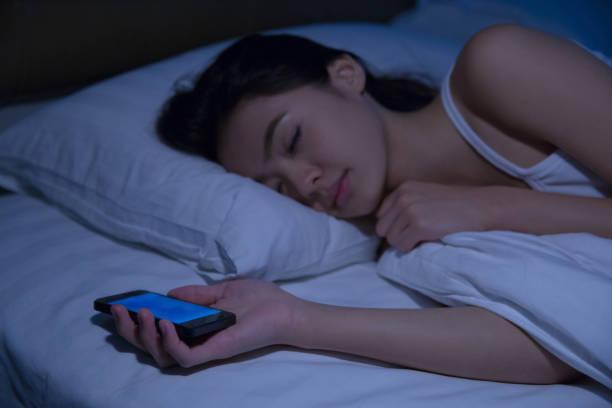 ブルーライトは睡眠の敵⁉