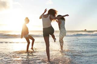 【オルソケラトロジー】で裸眼生活。今年の夏は、コンタクトレンズを気にせず海を満喫♡ | LindeL(リンデル)