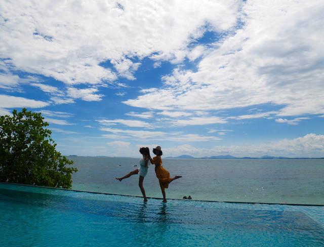 タイのマンノーク島にて