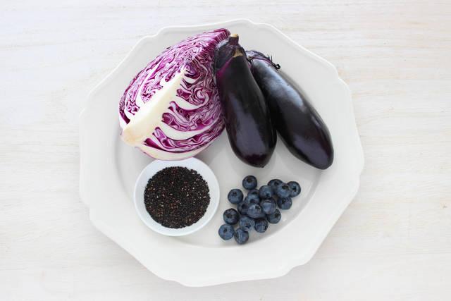 【美目育レシピ】スマホ中毒の疲れ目には紫の食べ物