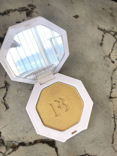FENTY BEAUTY Killawatt ゴールド...