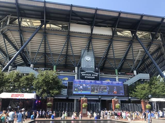 写真に収まりきらないくらい規模が大きいスタジアム