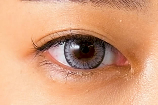 力強くもミステリアスな瞳はカラコンで作れる!