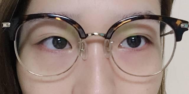 わりと個性的なメガネを愛用中