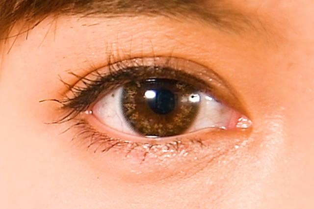 瞳がキラキラ輝くドットデザインが◎