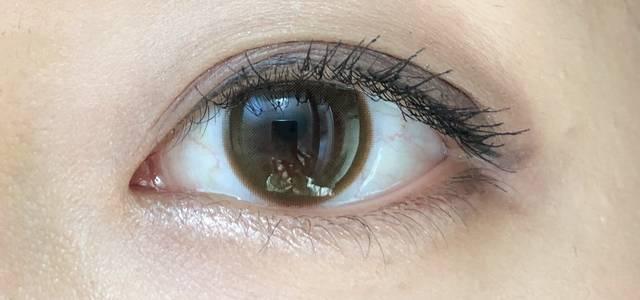 瞳の色味をワントーン明るくしてくれる!