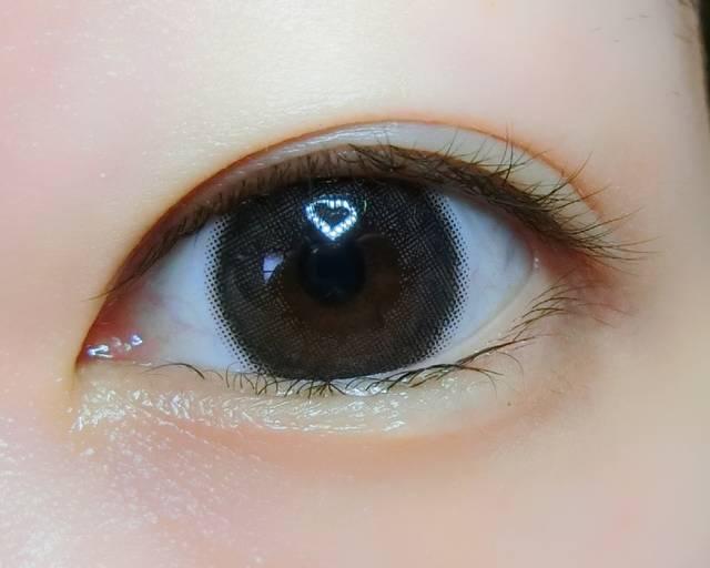 ナチュラルだけれど、瞳の存在感がグッとUP!