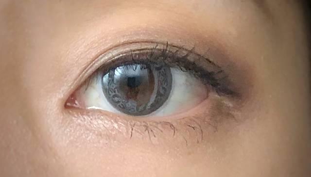 上品さも感じるふんわりブルーの瞳に♡