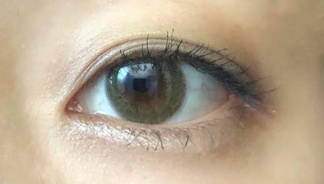 落ち着いた抹茶カラーが印象的な大人な瞳♡