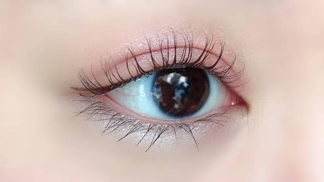 裸眼(横向き)