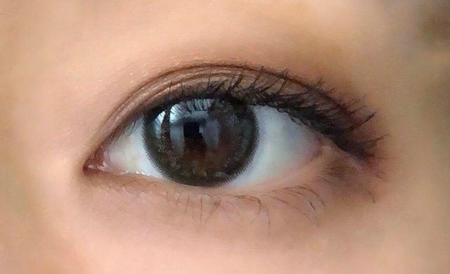 アッシュ系で落ち着いた瞳