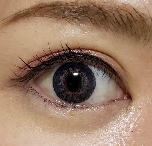 黒目のきつさが和らいでハーフっぽい瞳に!