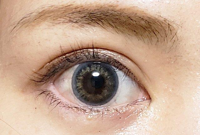 元の黒目が濃くてもちゃんと抜け感グレーに発色