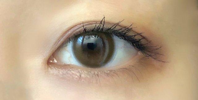 黄みのあるくすみブラウンがイエベ秋の私の瞳に馴染む♡