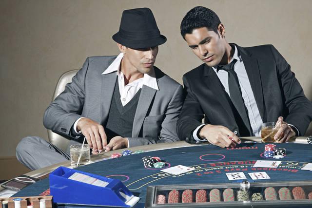 [フリー写真] カジノでポーカーを楽しむ二人の男性でアハ体験 -  GAHAG   著作権フリー写真・イラスト素材集 (84)