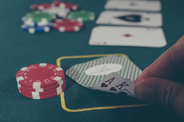 [フリー写真] カジノのトランプゲームでアハ体験 -  GAHAG   著作権フリー写真・イラスト素材集 (85)
