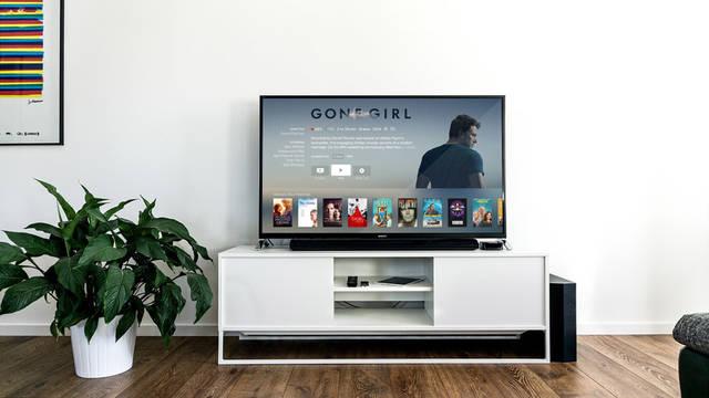 [フリー写真] アップルTVに接続されたテレビのある部屋の風景でアハ体験 -  GAHAG | 著作権フリー写真・イラスト素材集 (800)
