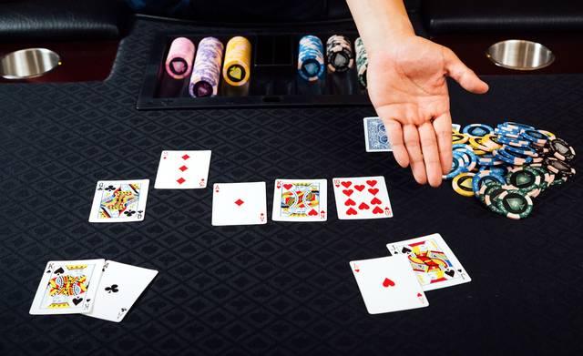 ポーカー(ストレート)|ぱくたそフリー写真素材 (830)
