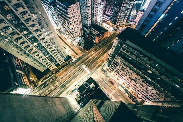[フリー写真] 香港の高層マンションと道路の夜景でアハ体験 -  GAHAG | 著作権フリー写真・イラスト素材集 (909)