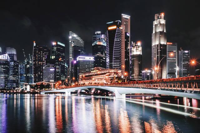[フリー写真] シンガポールの都市の夜景とエスプラネード橋の風景でアハ体験 -  GAHAG | 著作権フリー写真・イラスト素材集 (3182)