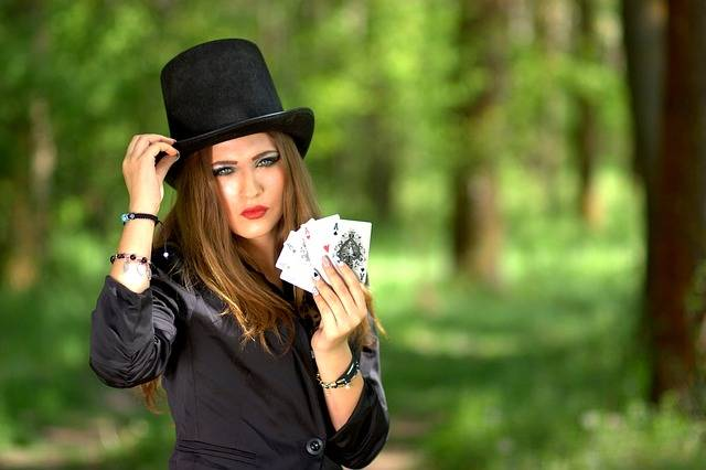Free photo: Girl, Topper, Playing Cards, Luck - Free Image on Pixabay - 1339683 (3690)