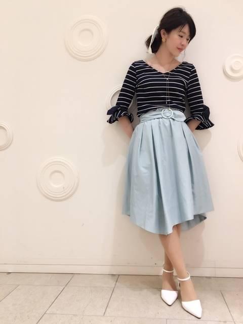 ミモレ丈のミント色のスカート