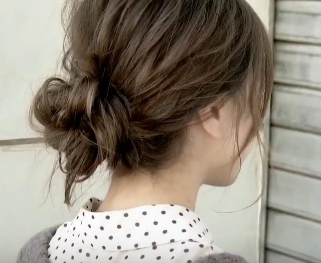 コテを使わずにまとめ髪を作る方法 SALONTube サロンチューブ 美容師 渡邊義明 - YouTube (7683)
