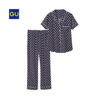 ポップなドット柄がかわいいパジャマ。快適な着心地も特徴です。