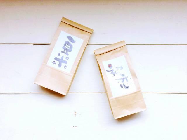 (左から)コーヒー(豆米)(100g)¥3,000、コ...