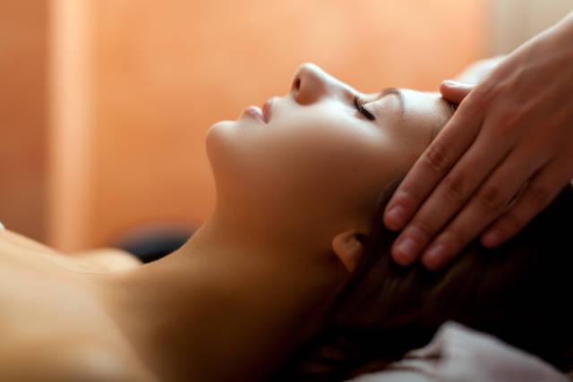 顔のたるみはマッサージで解消!スッキリ小顔になるためのNG習慣とマッサージ方法