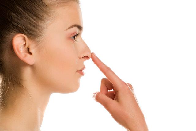 毛穴の黒ずみの原因とは?黒ずみタイプの見分け方から原因別解消方法まで。