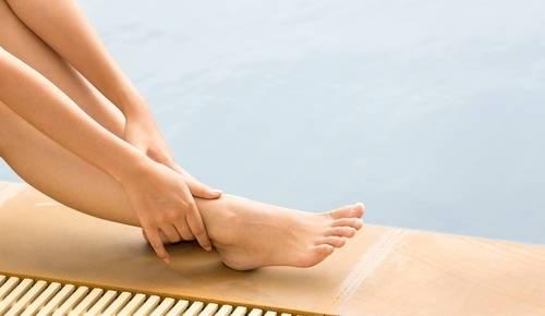 キュッとした足首を目指す!足首にセルライトが付く原因と解消方法